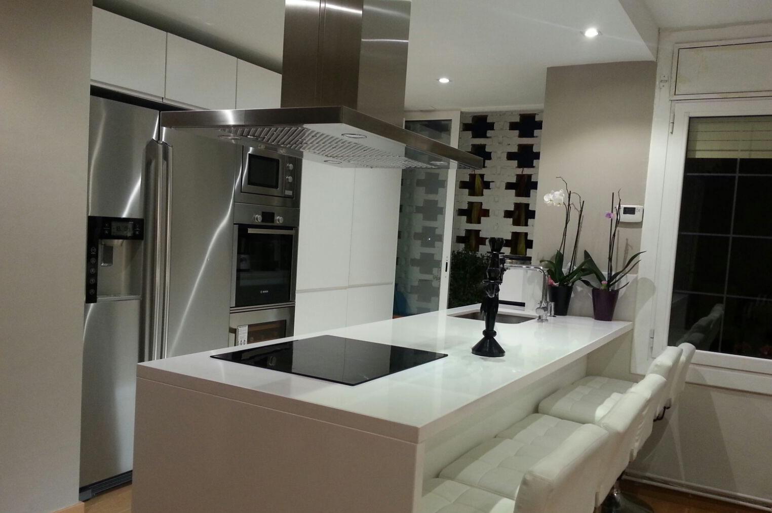Muebles de cocina a medida lacados en blanco mb concept for Cocinas a medida