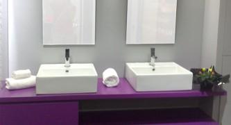 mueble-de-baño-a-medida-suspendido-lacado-color-lila-con-uñero.-cajones-con-guía-de-extracción-total-con-freno-700