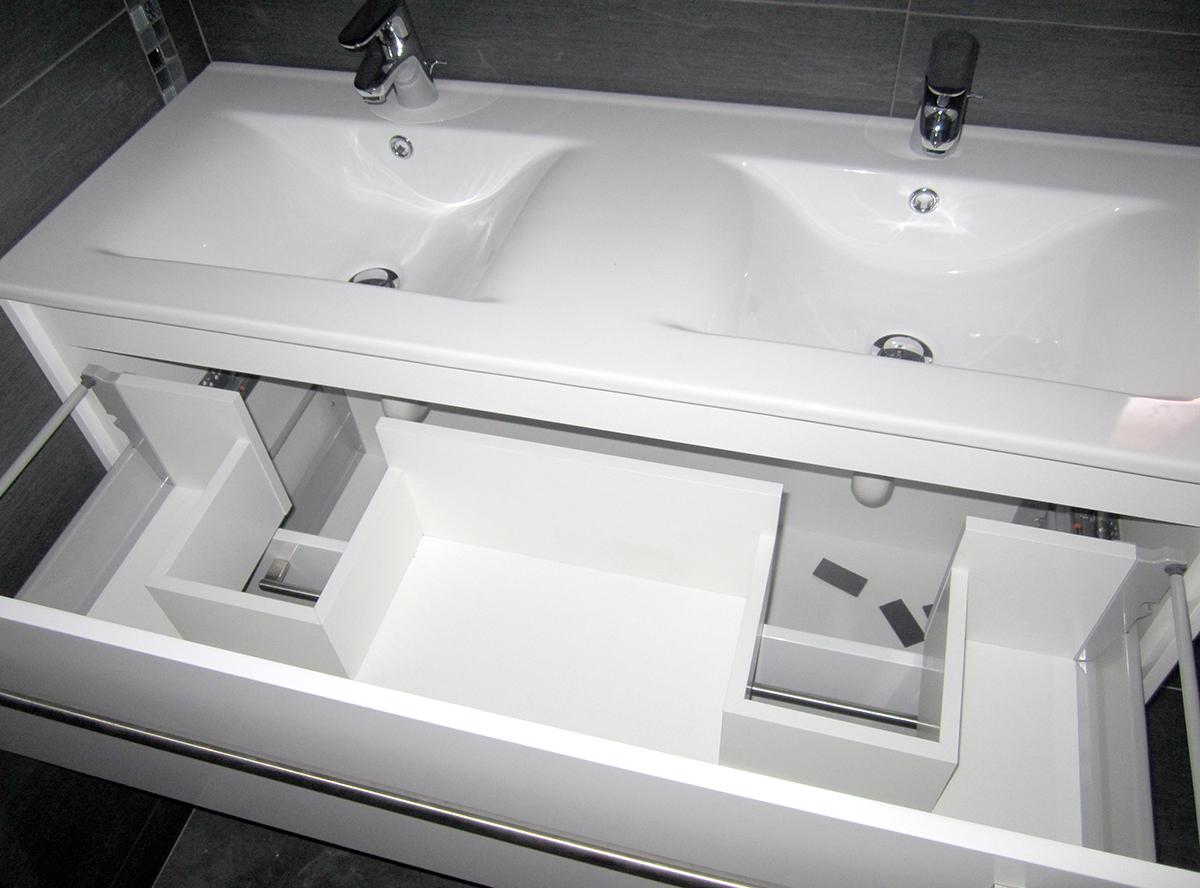 Mueble de baño para encimera de porcelona de 2 senos lacado blanco. Cajones con guías de extracción total con freno