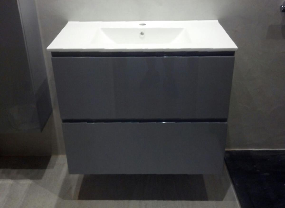 Mueble de baño suspendido lacado color brillo con 2 cajones con guía grass de extracción total con freno y encimera de porcelona. Instalación en Sant Cugat del Vallés
