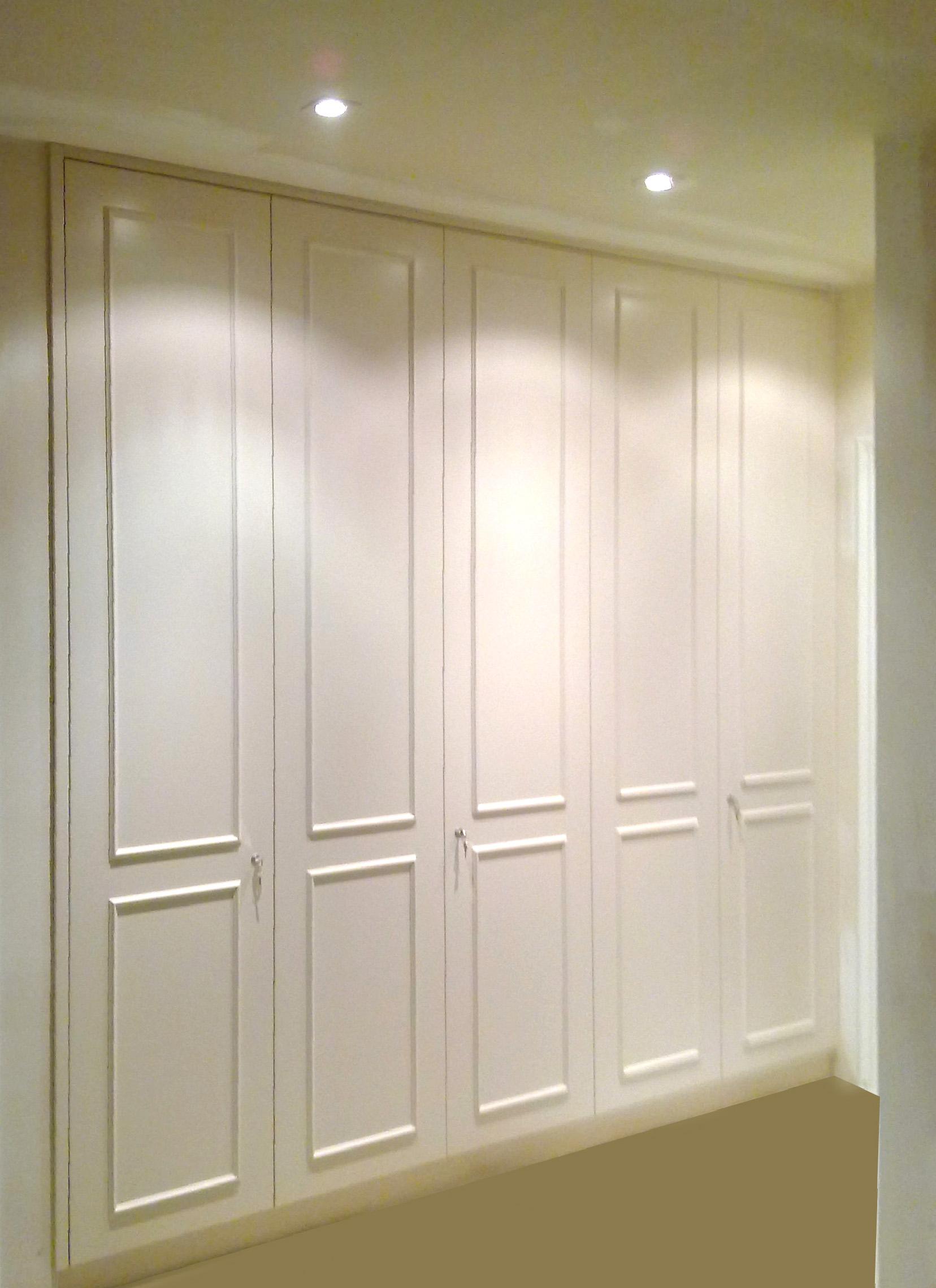 Armario ropero con puertas con moldura y cerradura mb - Molduras de puertas ...
