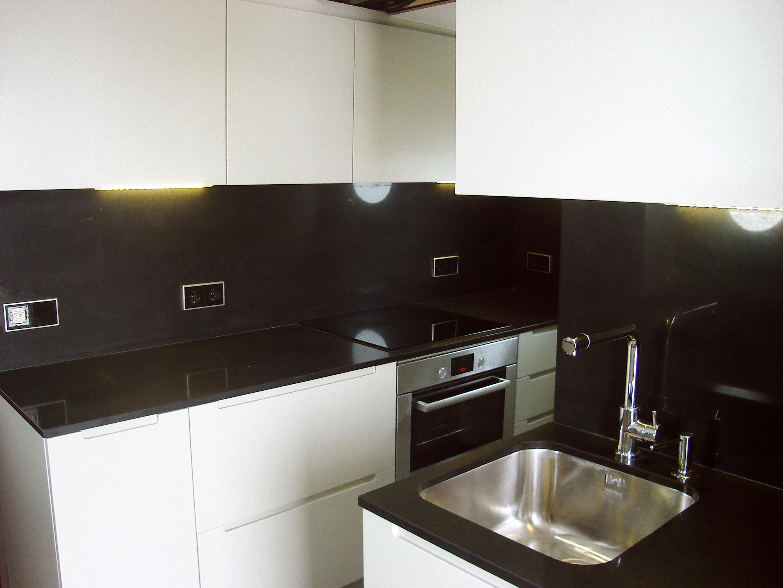 Cocina a medida lacada para barco mb concept - Cocinas a medida barcelona ...