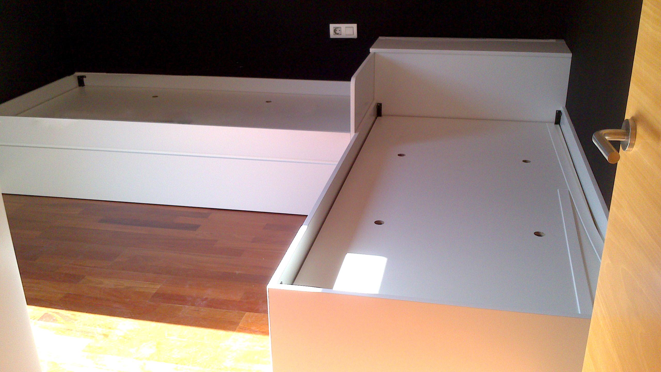 habitación juvenil a medida con 2 camas lacada en blanco