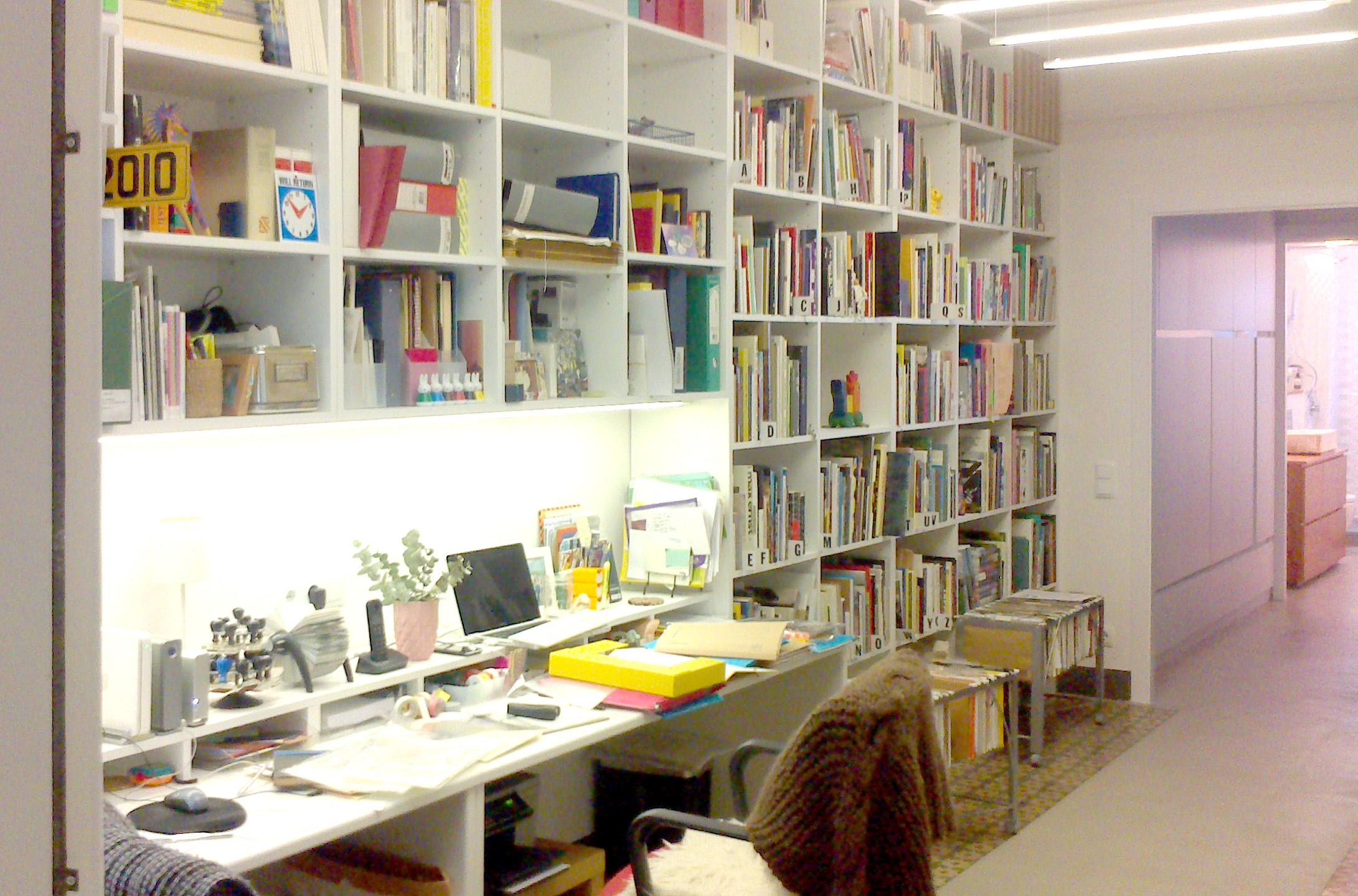 Librería en melamina blanca