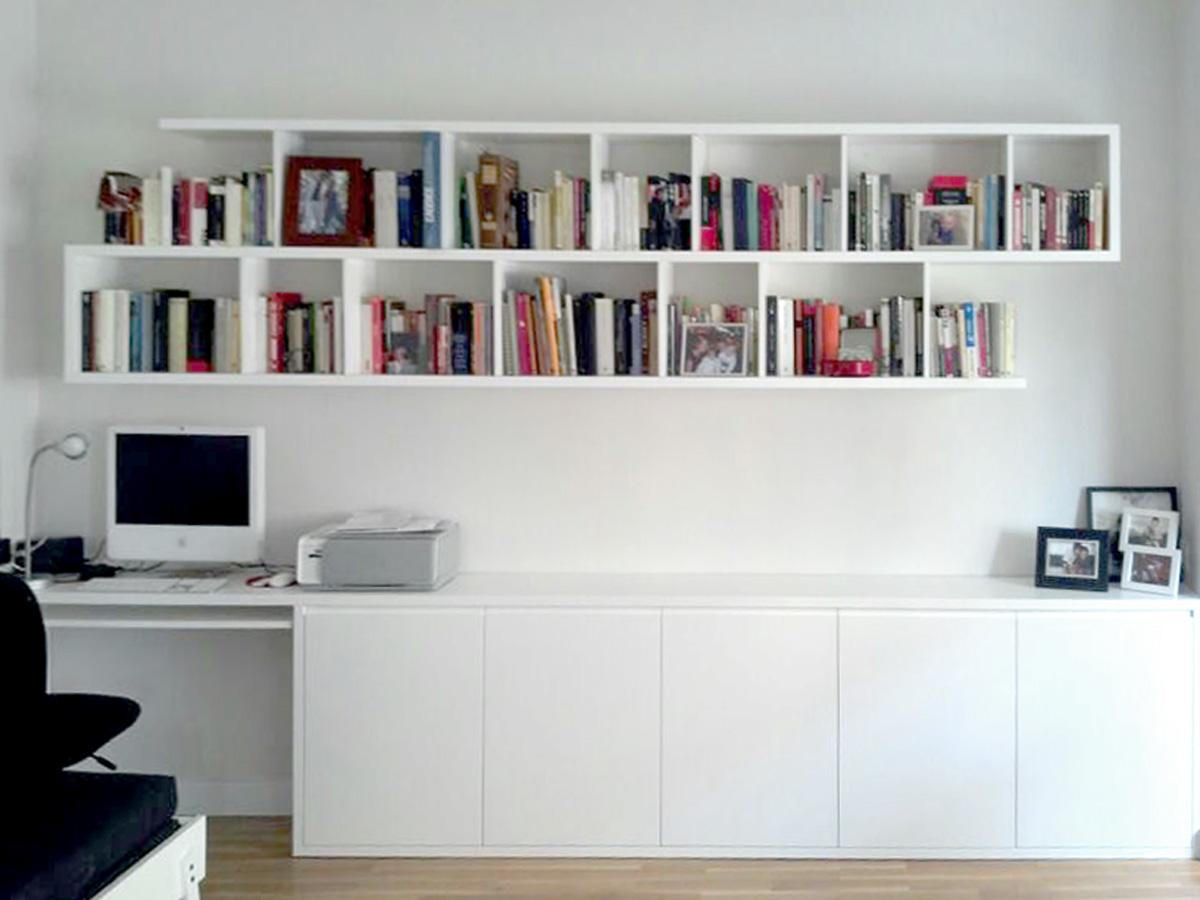Librería y mueble para estudio lacados en blanco
