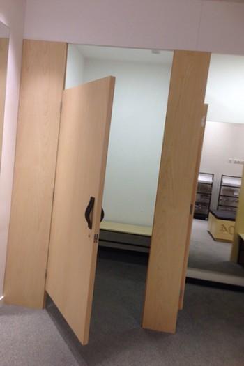 Mobiliario a medida para tienda de deporte