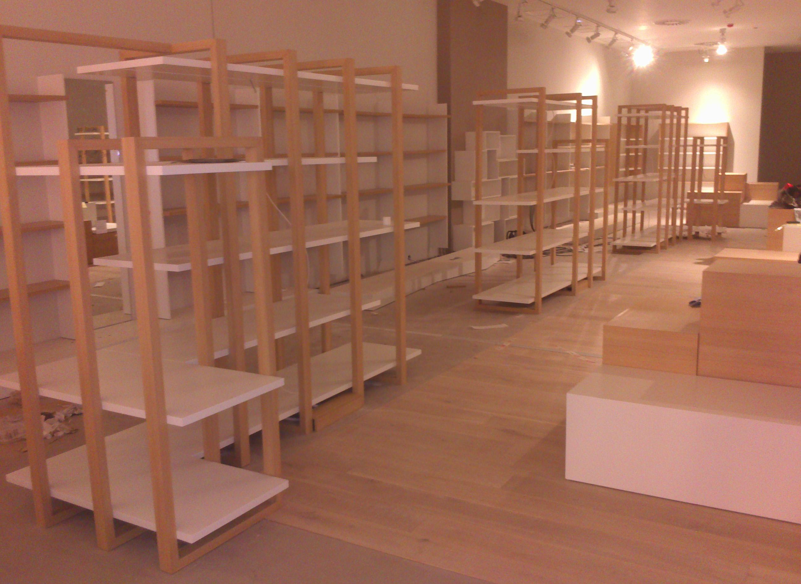 Mobiliario a medida para tienda de zapatos