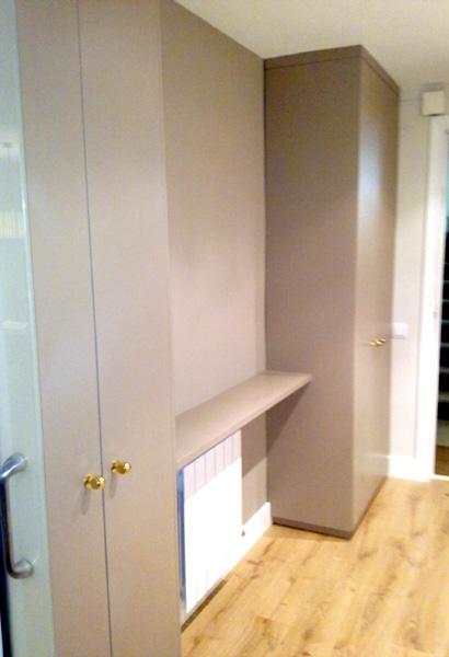 Mueble recibidor a  medida lacado color según muestra.  Instalación en Cornellà de Llobregat (Barcelona)