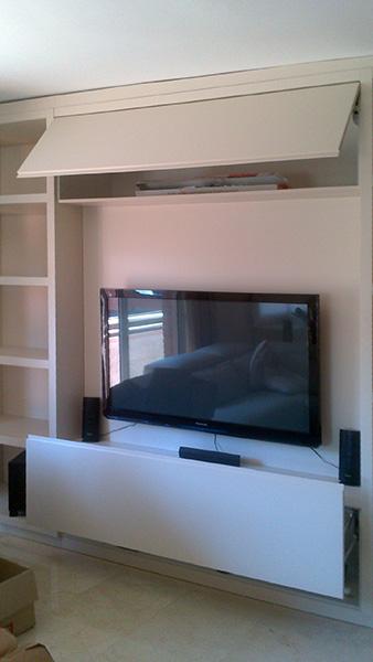 Mueble salón a medida con bufet combinado en lacado color y rechapado barnizado
