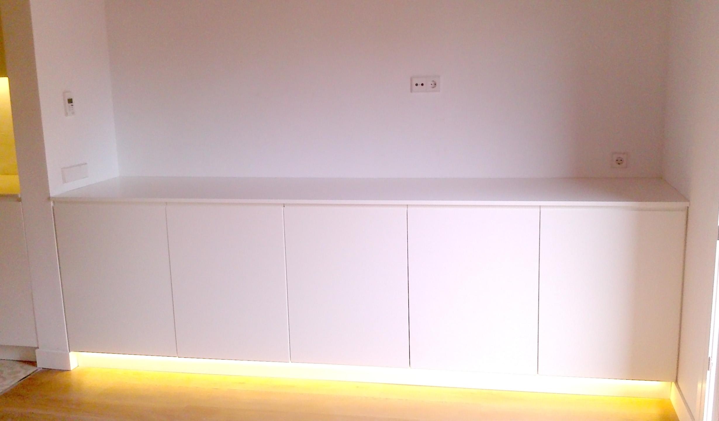 Moble sala d estar menjador lacat en blanc satinat mb for Mueble salon lacado blanco