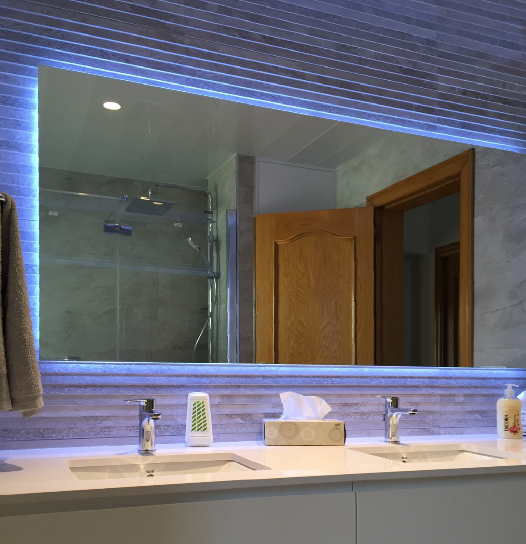 mueble de ba o con espejo retroiluminado mb concept