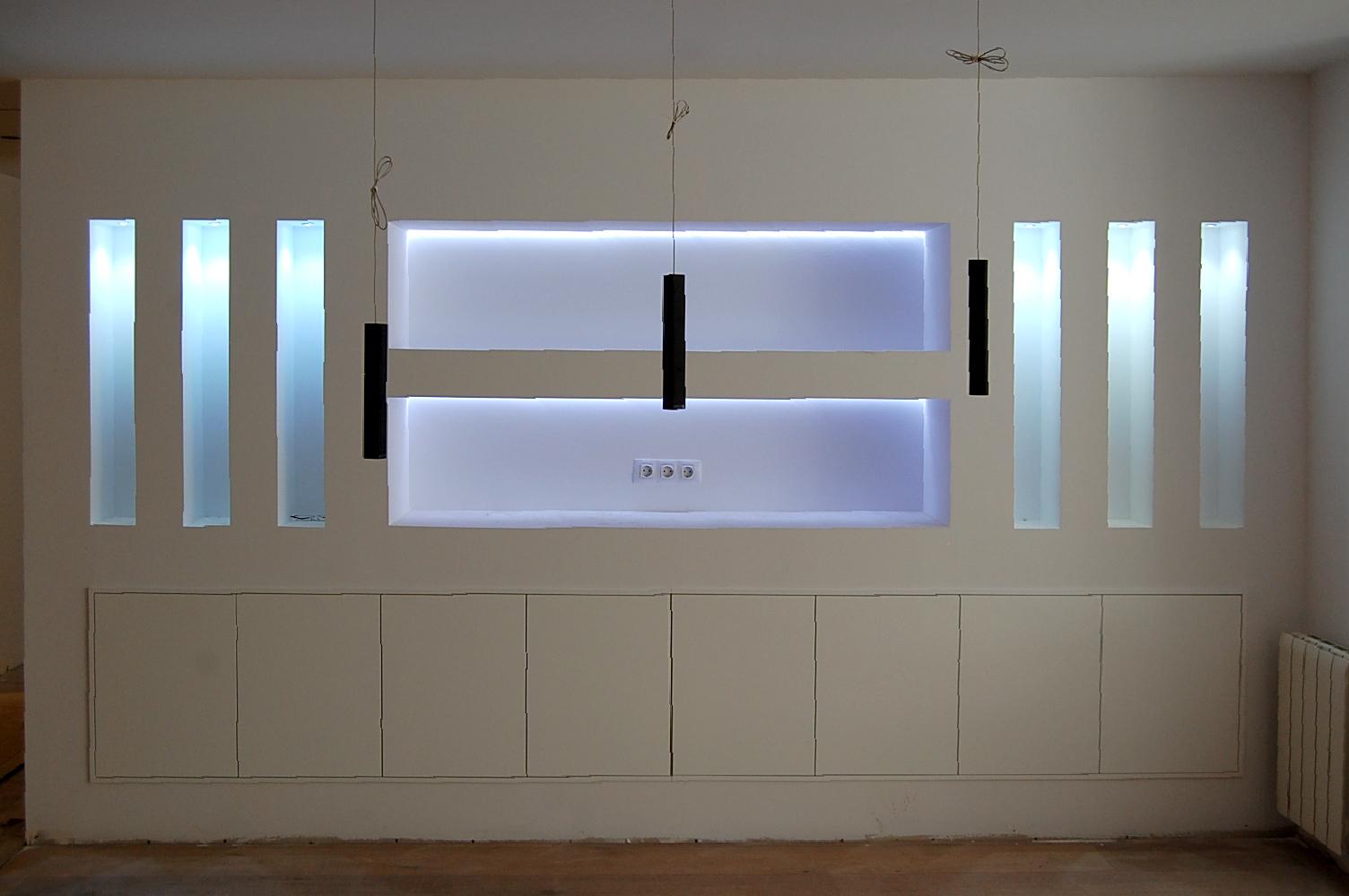 Mueble comedor a medida lacado blanco satinado con puerta push instalado en hueco de pladur
