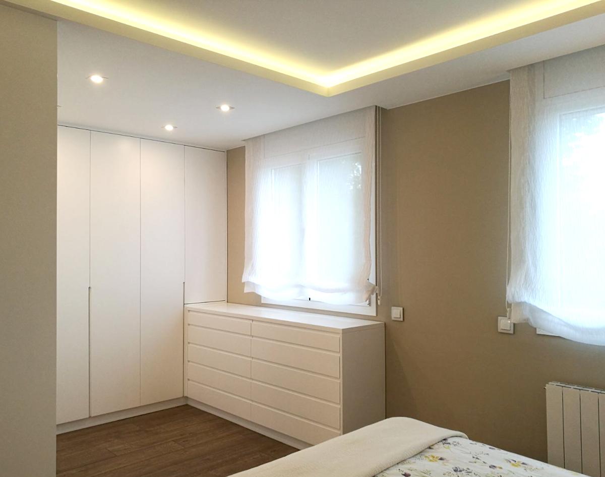 Armario para dormitorio lacado en blanco satinado mb concept - Armario dormitorio blanco ...