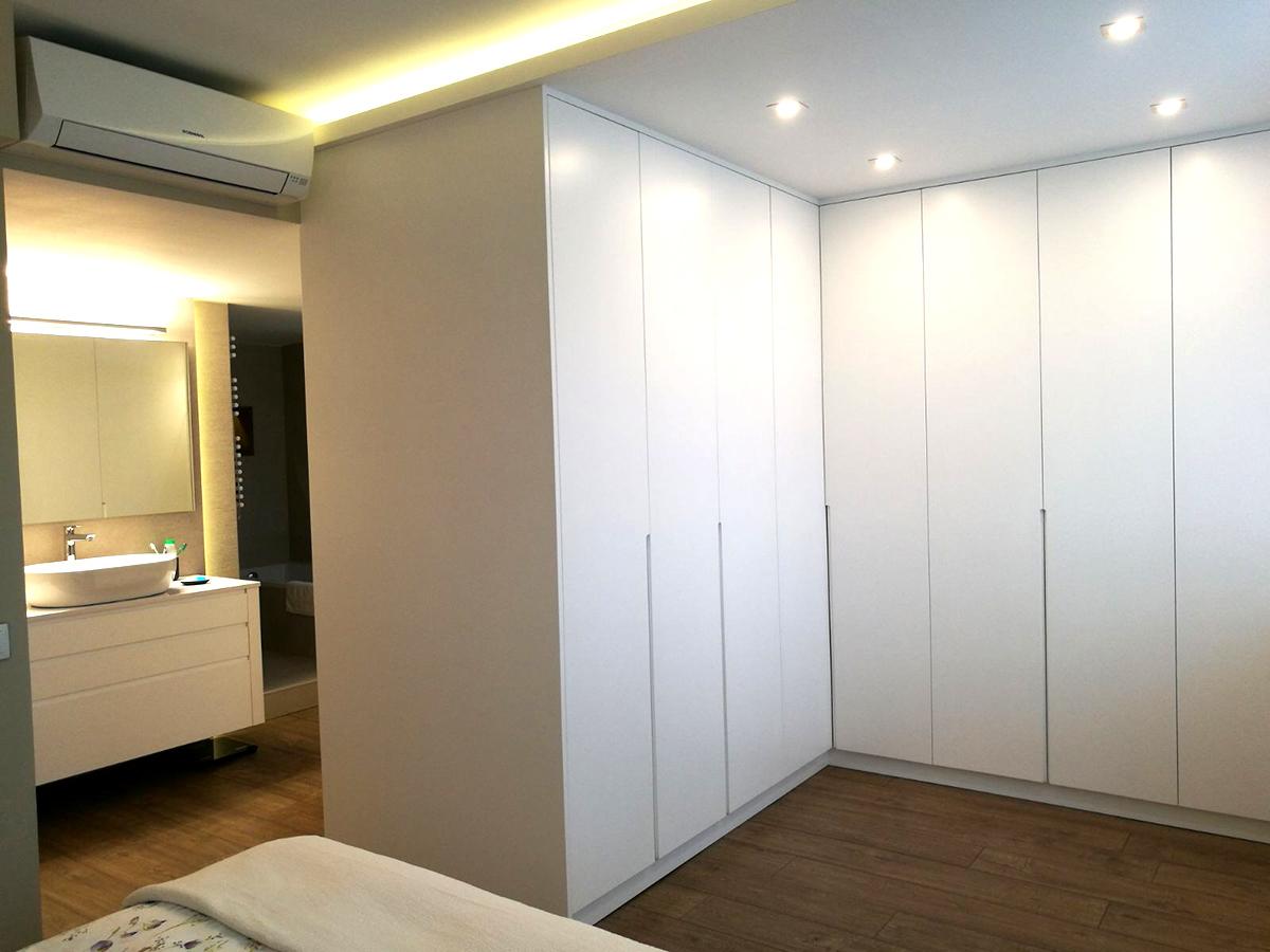 Armario para dormitorio lacado en blanco satinado