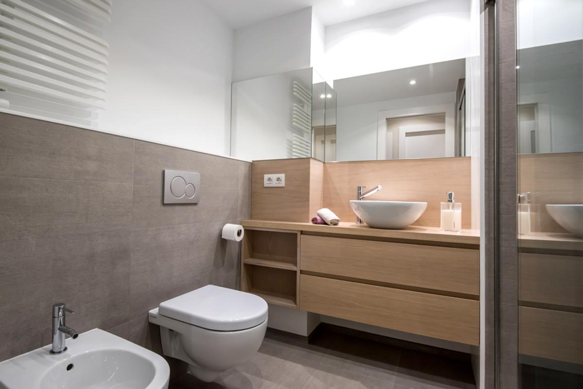 Mueble de baño suspendido en rechapado barnizado