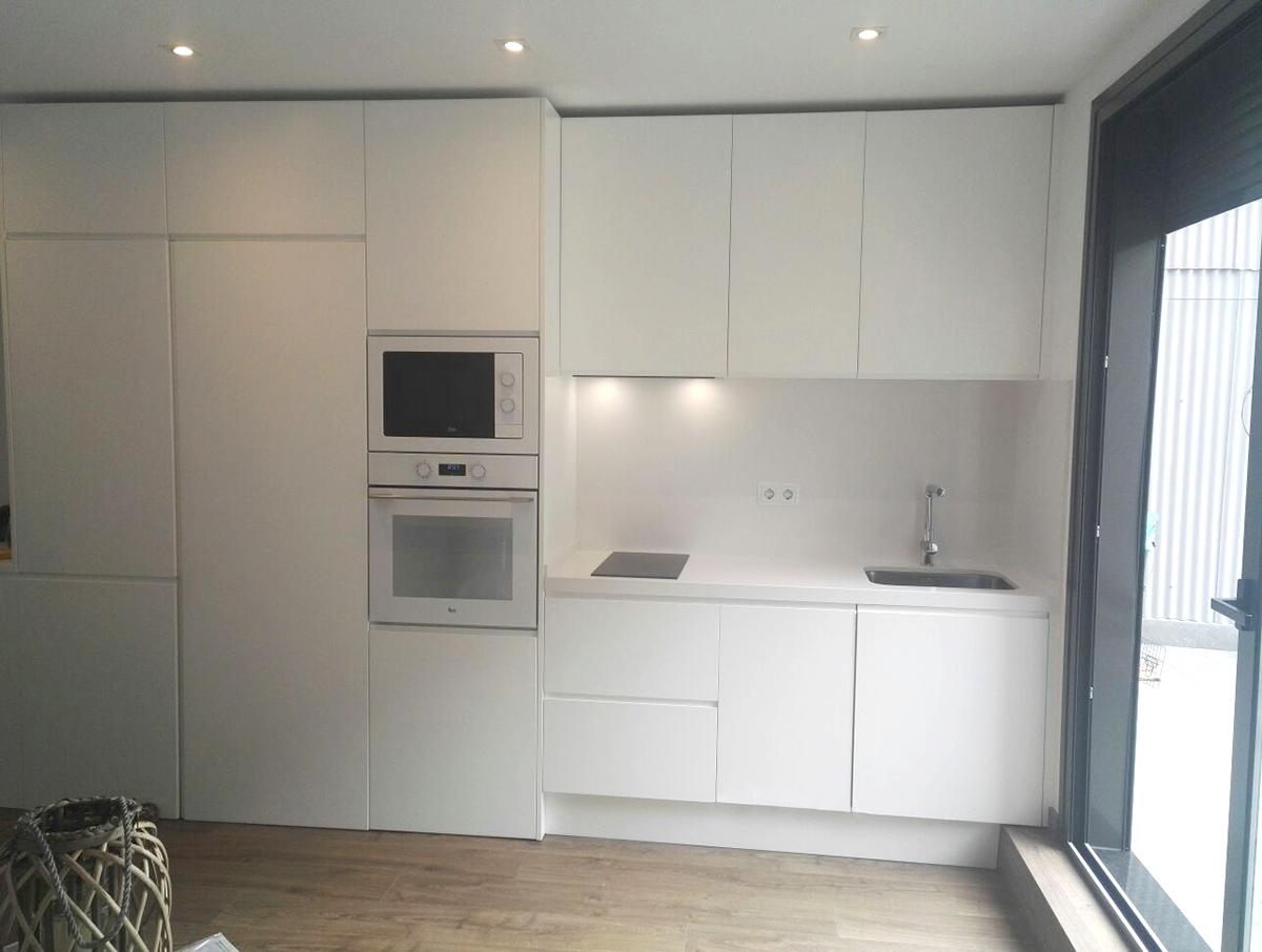 Muebles de cocina a medida lacados en blanco