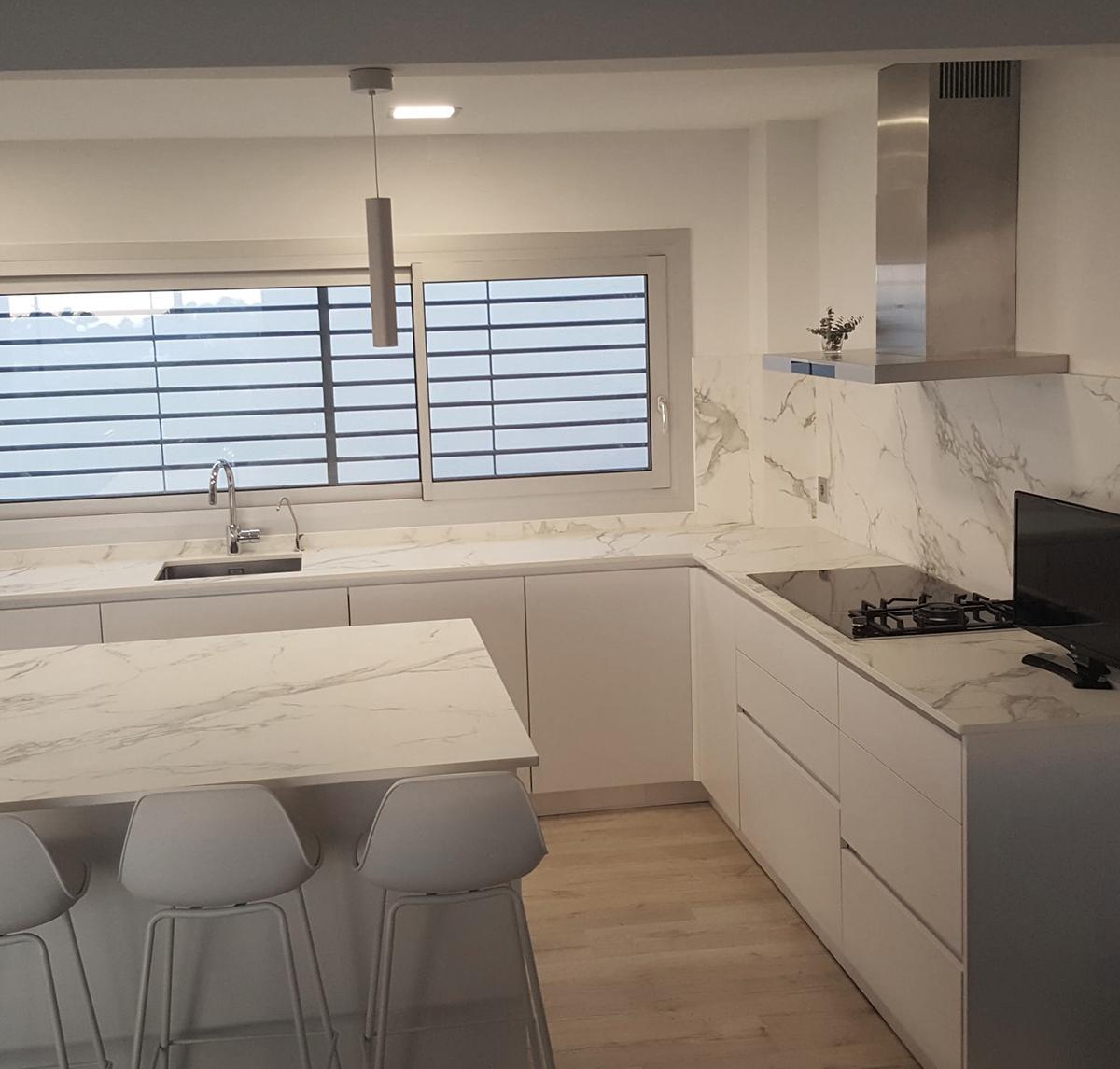 Muebles bajos para cocina a medida con acabado fórmica | MB ...