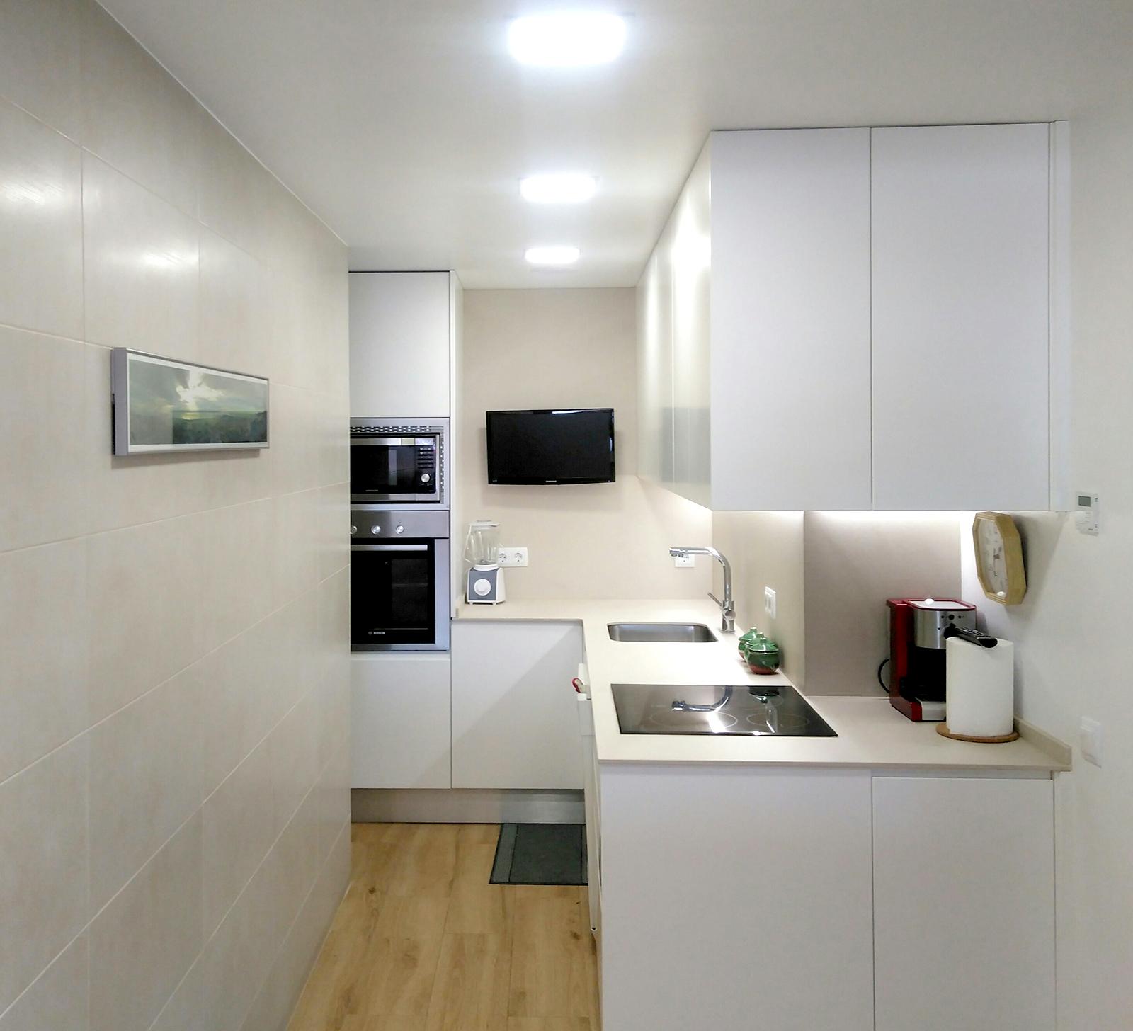 Mueble de cocina lacado blanco | MB Concept